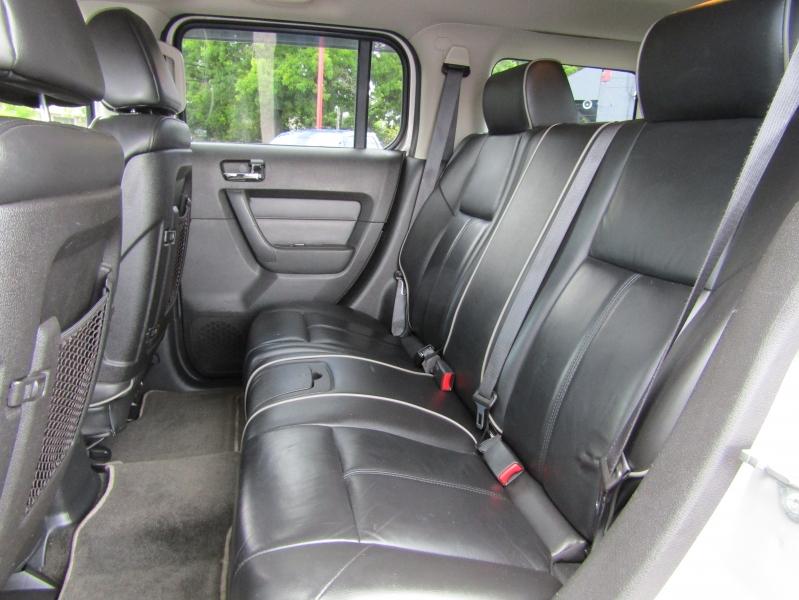 Hummer H3 2006 price $7,977