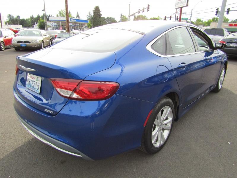 Chrysler 200 2015 price $7,977