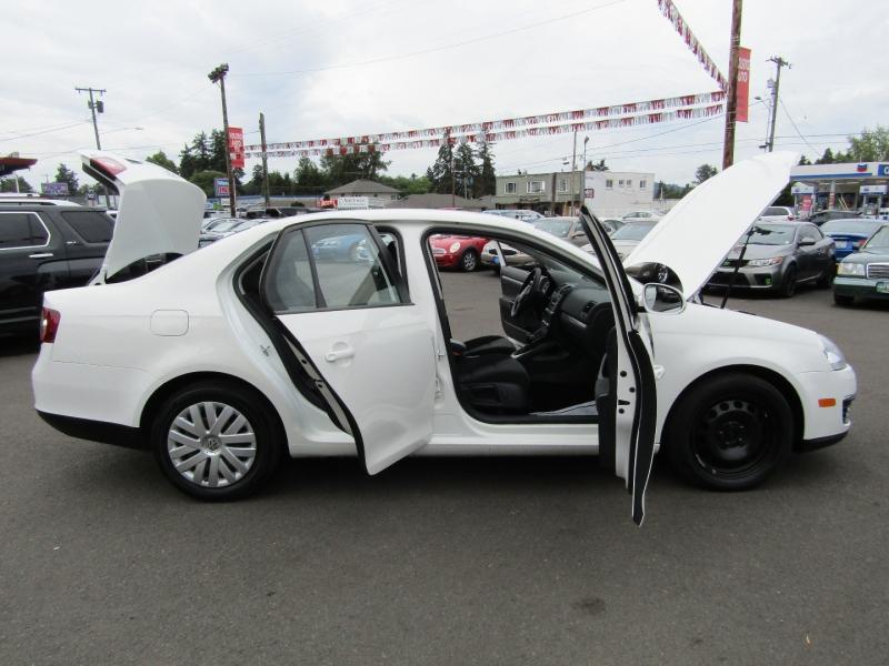 Volkswagen Jetta 2010 price $4,977