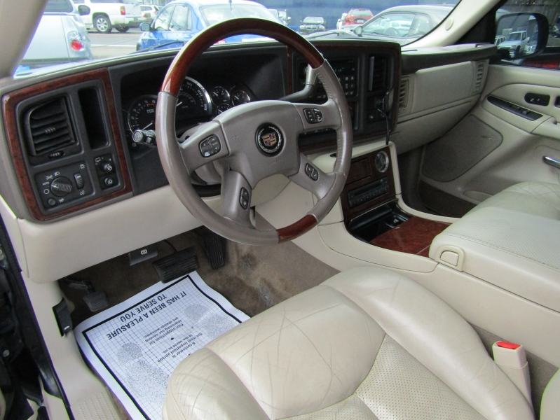 Cadillac Escalade 2005 price $6,977