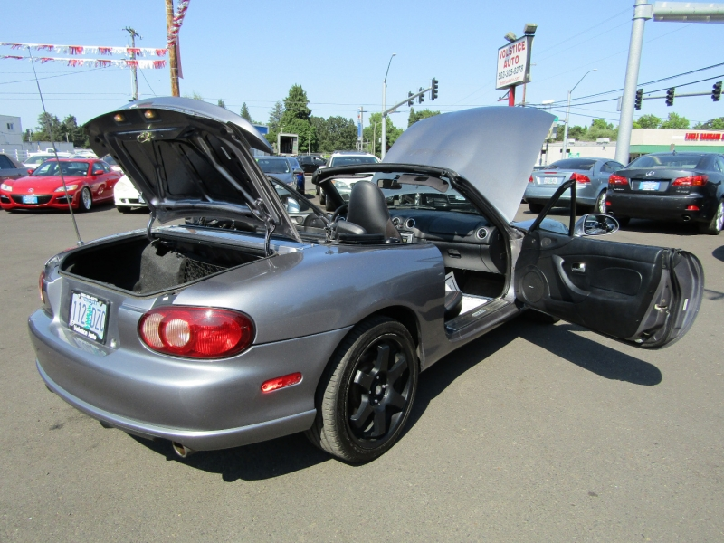 Mazda MX-5 Miata 2004 price $10,977