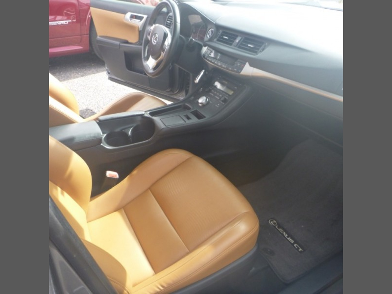 Lexus CT 200h 2013 price $16,950