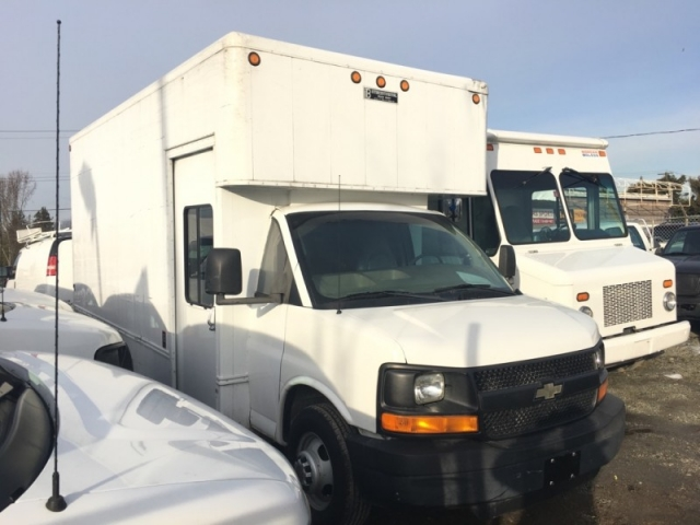 2004 Chevrolet Express Box Truck