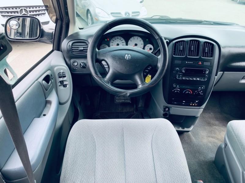 Dodge Caravan 2005 price $4,900