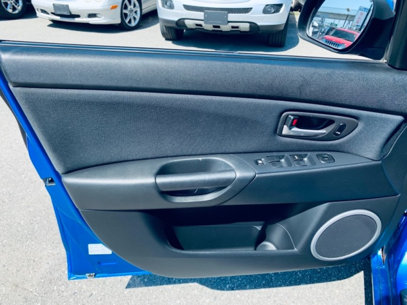 Mazda 3 2005 price $3,900