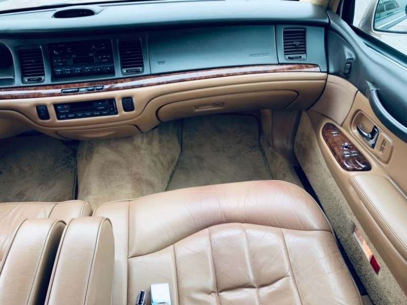 Lincoln Town Car 1996 price $4,900
