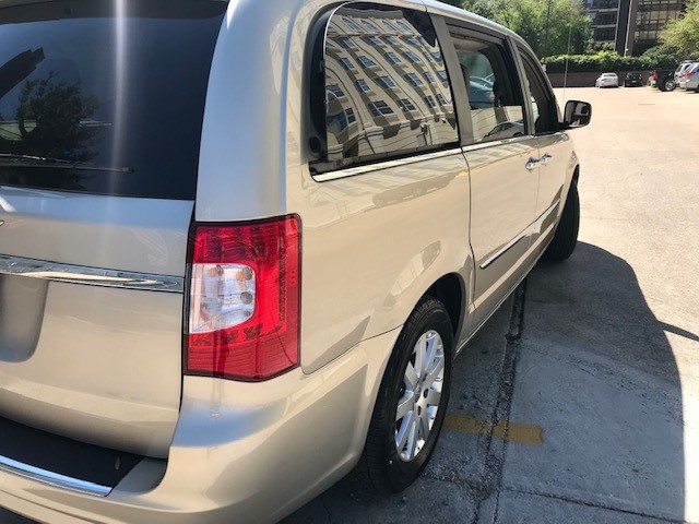 Chrysler Town & Country 2015 price $8,999