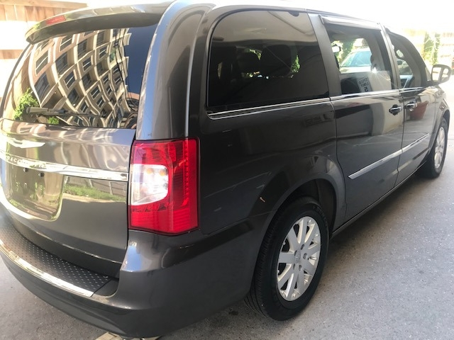 Chrysler Town & Country 2016 price $13,299