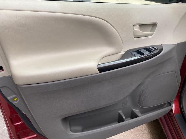 Toyota Sienna 2013 price $9,799