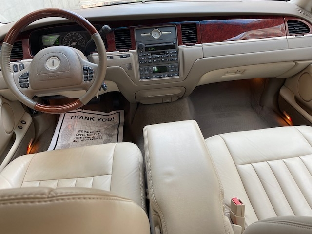 Lincoln Town Car 2003 price $6,799