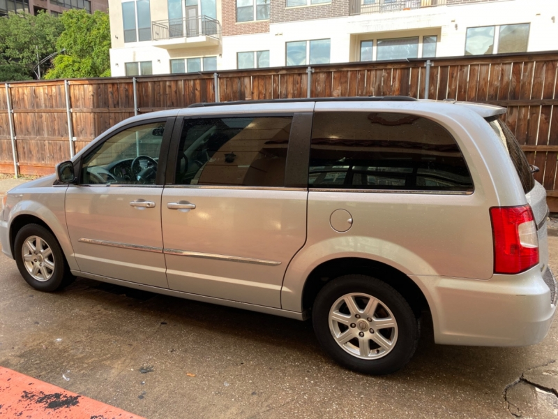 Chrysler Town & Country 2012 price $6,699