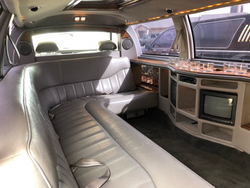 LINCOLN TOWN CAR 1995 price $4,950