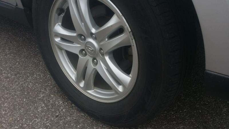 Hyundai Santa Fe 2011 price $4,700