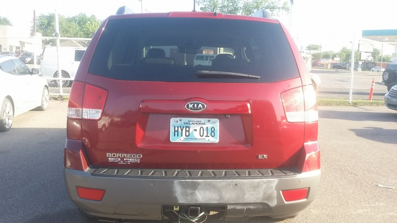 Kia Borrego 2009 price $3,300