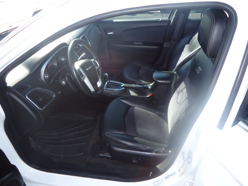 Chrysler 200 2011 price $6,995