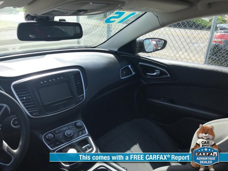 Chrysler 200 2015 price $10,900