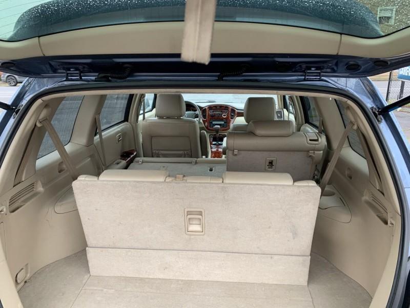 Toyota Highlander 2004 price $8,995