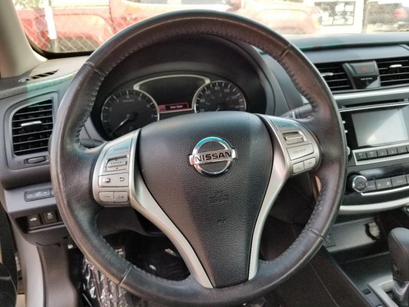 Nissan Altima 2017 price $12,555