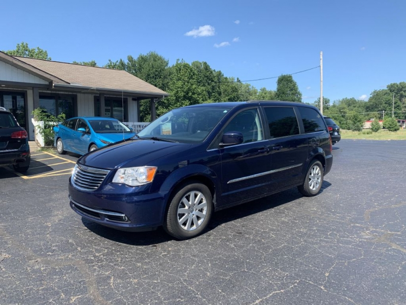 Chrysler Town & Country 2014 price $8,950