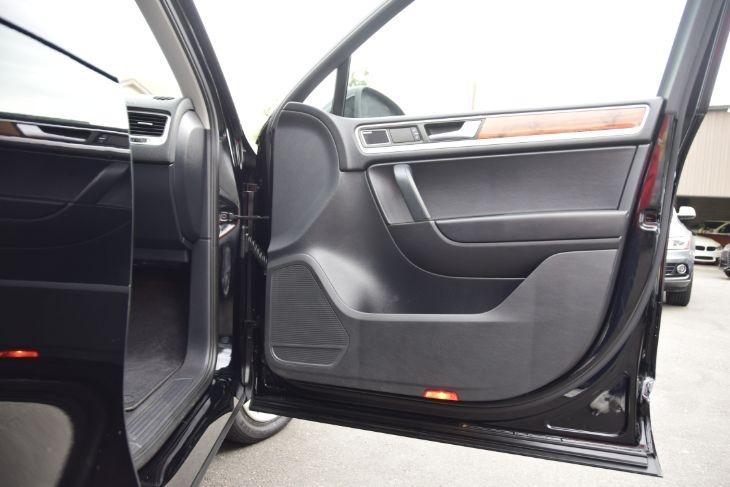 Volkswagen Touareg 2011 price $17,000