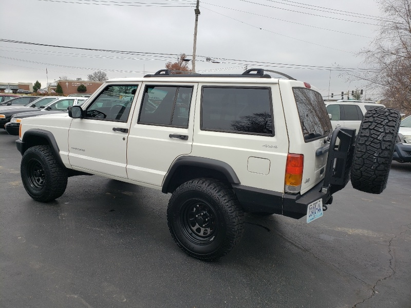 Jeep Cherokee 2000 price $9,995