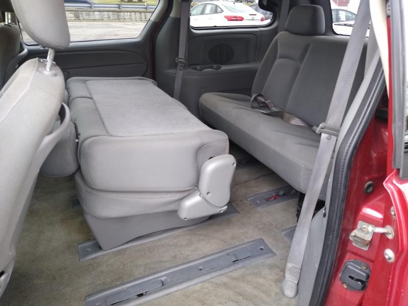 Chrysler Town & Country SWB 2007 price $2,995