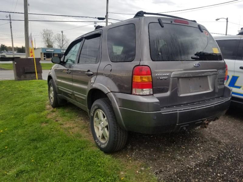 Ford ESCAPE 2005 price $2,295