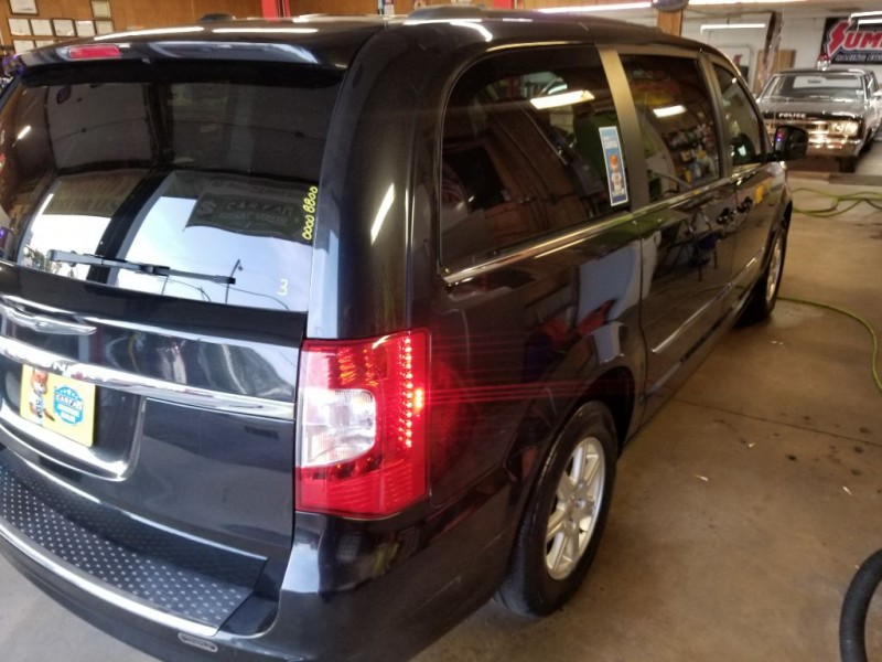 CHRYSLER TOWN & COUNTRY 2011 price $8,495
