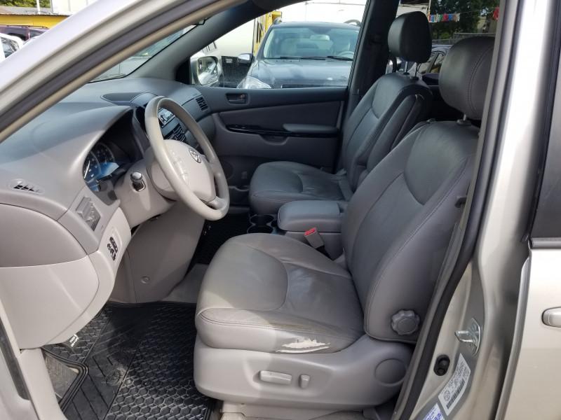 Toyota Sienna 2004 price