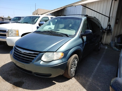 Chrysler Town & Country 2005 price $900