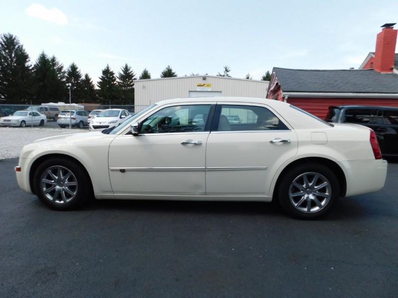 Chrysler 300-Series 2010 price $6,968