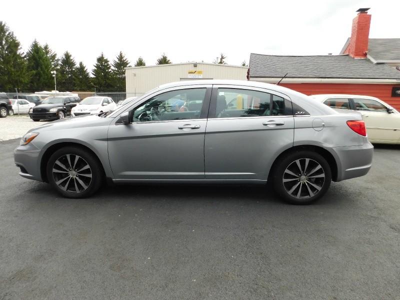 Chrysler 200-Series 2014 price $7,943
