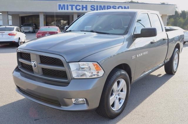 2012 Dodge RAM 1500 QUAD CAB 4X4 20s HEMI LOADED 1-OWNER