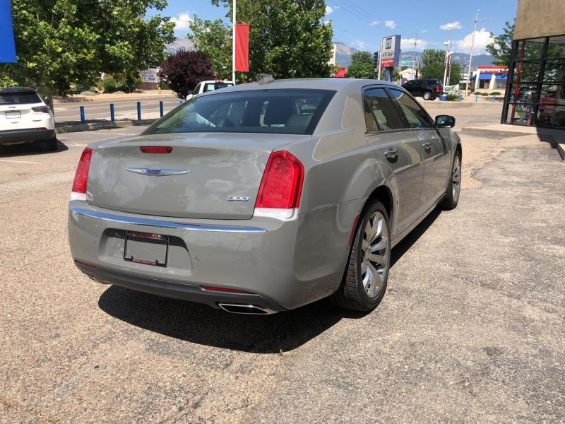 Chrysler 300 2019 price $26,995