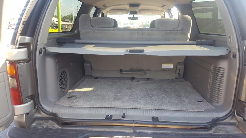 Chevrolet Suburban 2002 price $4,995