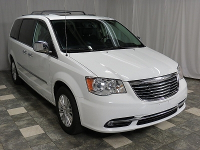 2015 Chrysler Town & Country Limited Platinum 42K NAVI CAMERA SUNROOF HEATED