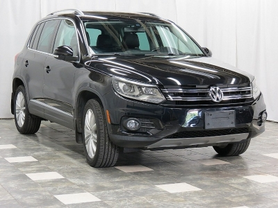 2016 Volkswagen Tiguan  SE 4MOTION AWD Navigation Panoramic Roof  Back-Up Camera