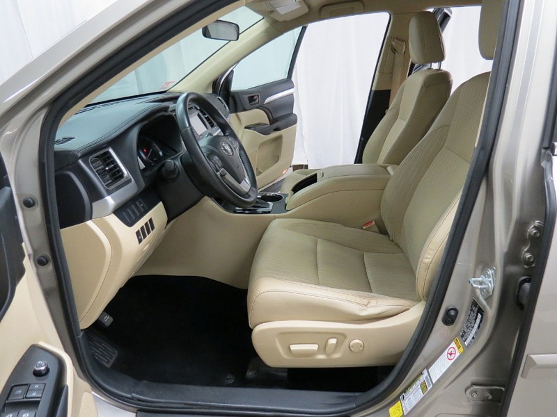 Toyota Highlander 2014 price $18,395