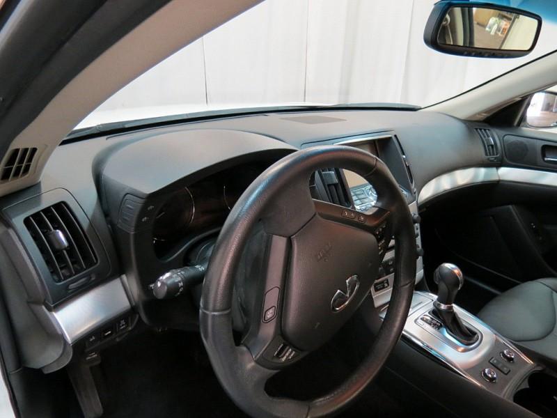 Infiniti Q60 Coupe 2015 price $20,750