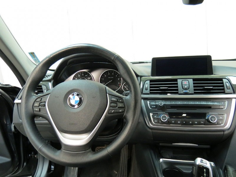 BMW 3-Series 2012 price $10,495