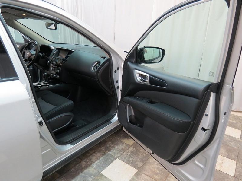 Nissan Pathfinder 2017 price $18,995