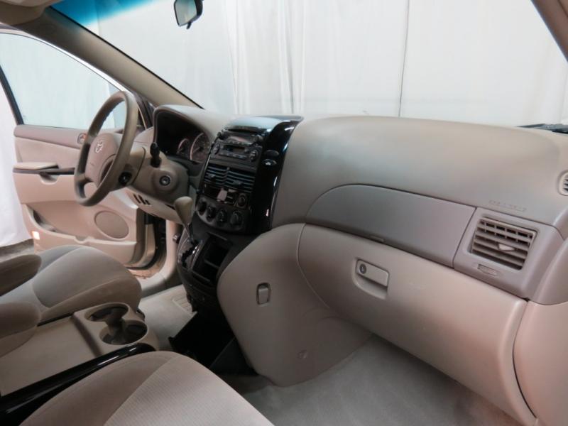 Toyota Sienna 2004 price $4,175