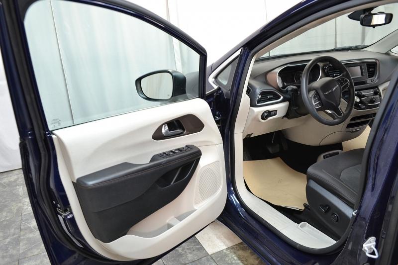 Chrysler Pacifica 2017 price $17,650