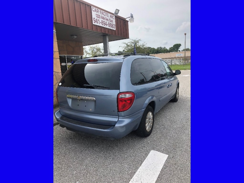 Chrysler Town & Country LWB 2006 price $2,850