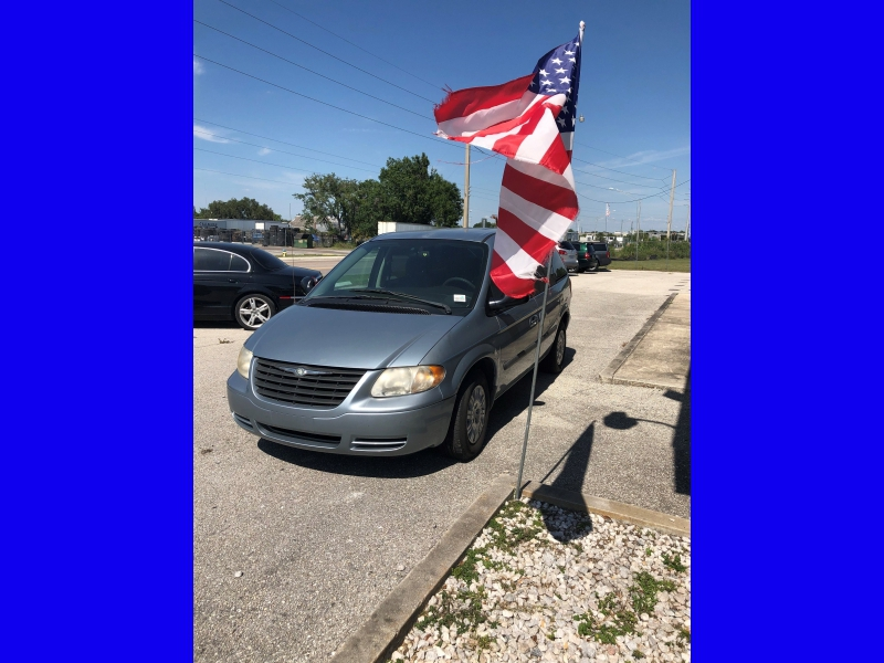 Chrysler Town & Country 2006 price $2,650