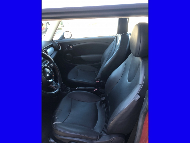 Mini Cooper Hardtop 2011 price $3,850