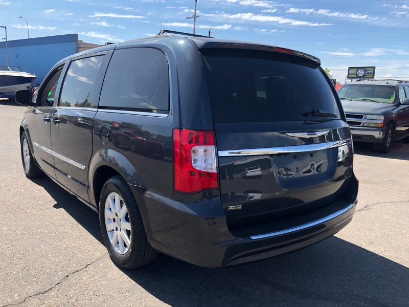 Chrysler Town & Country 2013 price $7,995