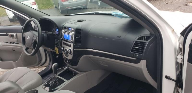 Hyundai Santa Fe 2009 price $6,990
