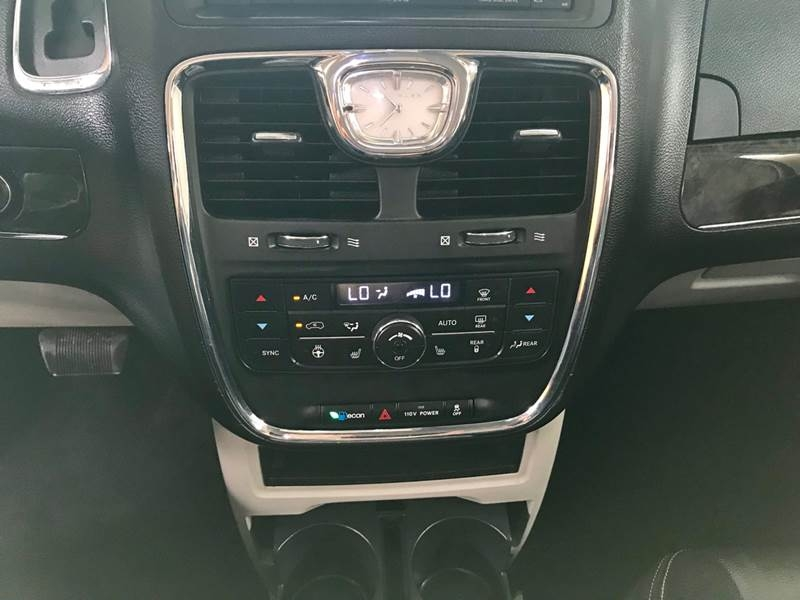 Chrysler Town and Country 2012 price $800-$3000 Down