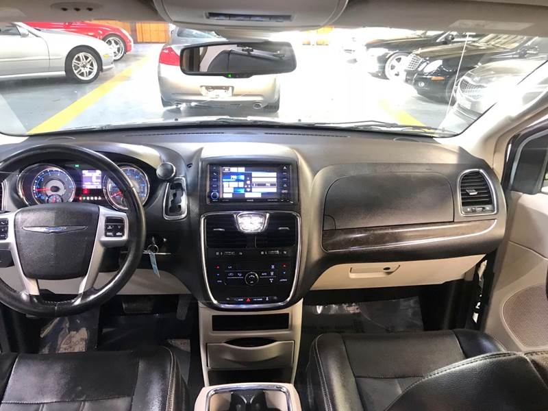Chrysler Town and Country 2013 price $800-$3000 Down